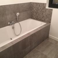 Carrelage pour salle de bains vendu par Nuances CARRELAGES à Linselles